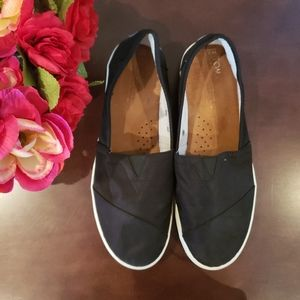 🔥🆕️Toms loafers/ slip-ons black